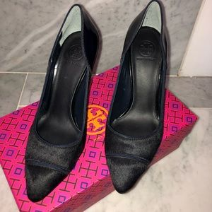 TORY BURCH NAVY CALF HAIR AND PATTEN LEATHER HEAL